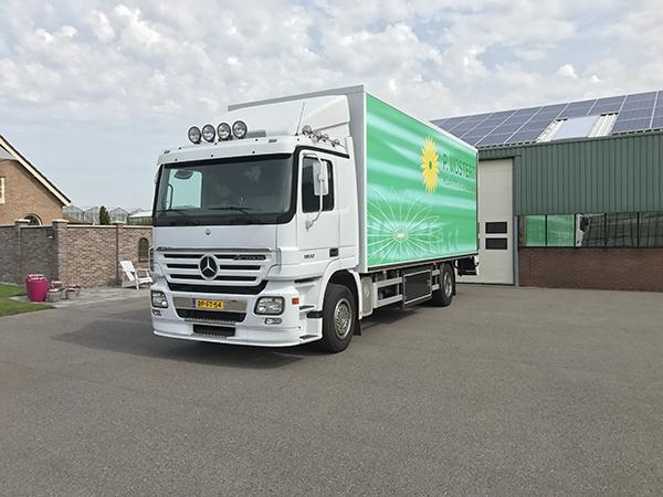 Vrachtwagen van Plantenkwekerij P. Mostert